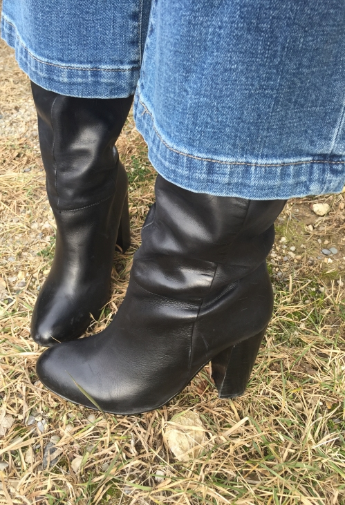 amydressed-stovetop-black-boots.jpg